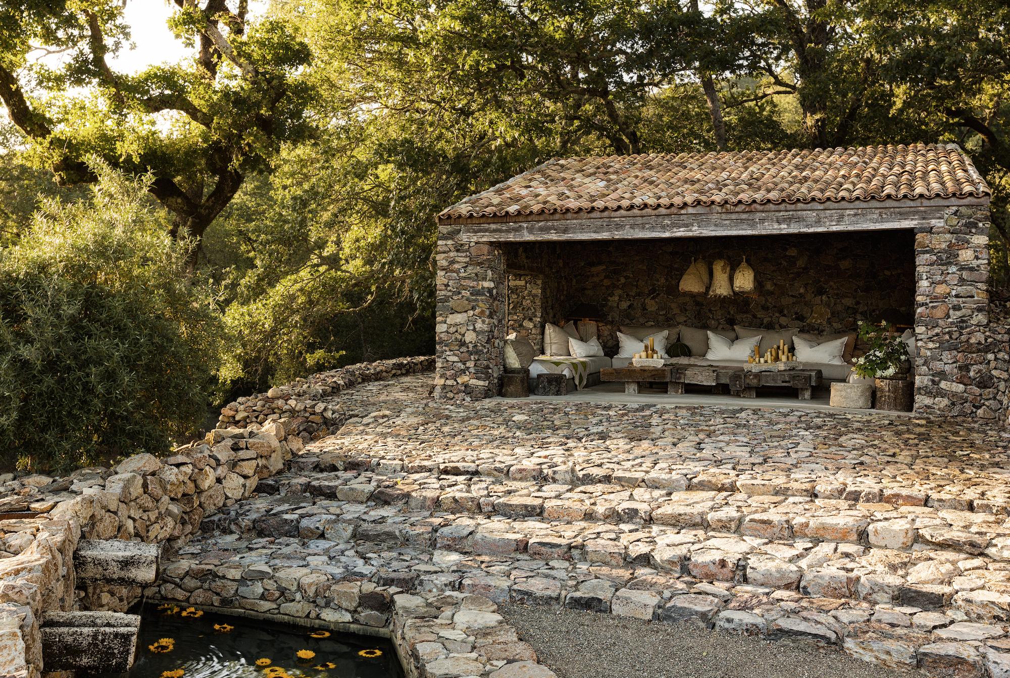 La maison de la pierre garden sonoma wendy owen design for Maison la pierre